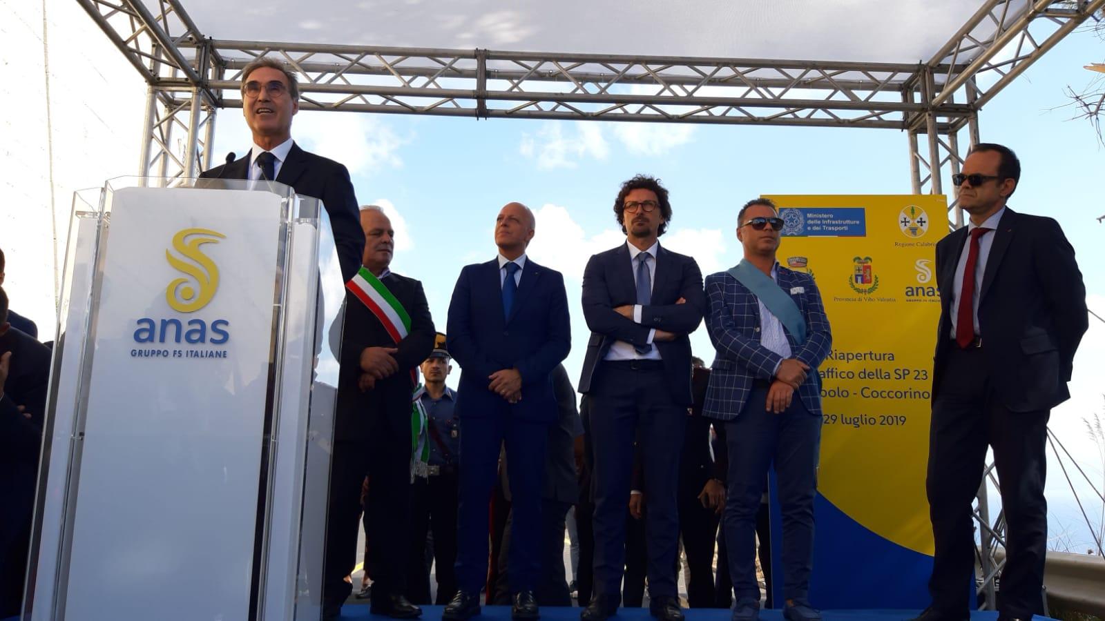 Foto di Massimo Simonini Amministratore delegato Anas all'apertura della Sp 23 Joppolo Coccorino