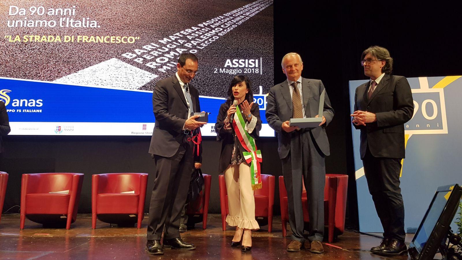 Convegno Assisi Strada di Francesco - Ennio Cascetta e Gianni Vittorio Armani con il Sindaco Stefania Proietti