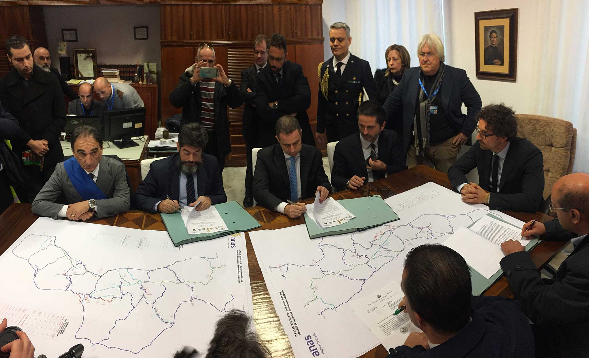 Firma rientro strade Calabria