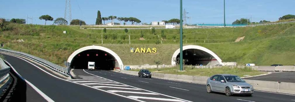 Picture of two parallel road tunnels and an ANAS sign