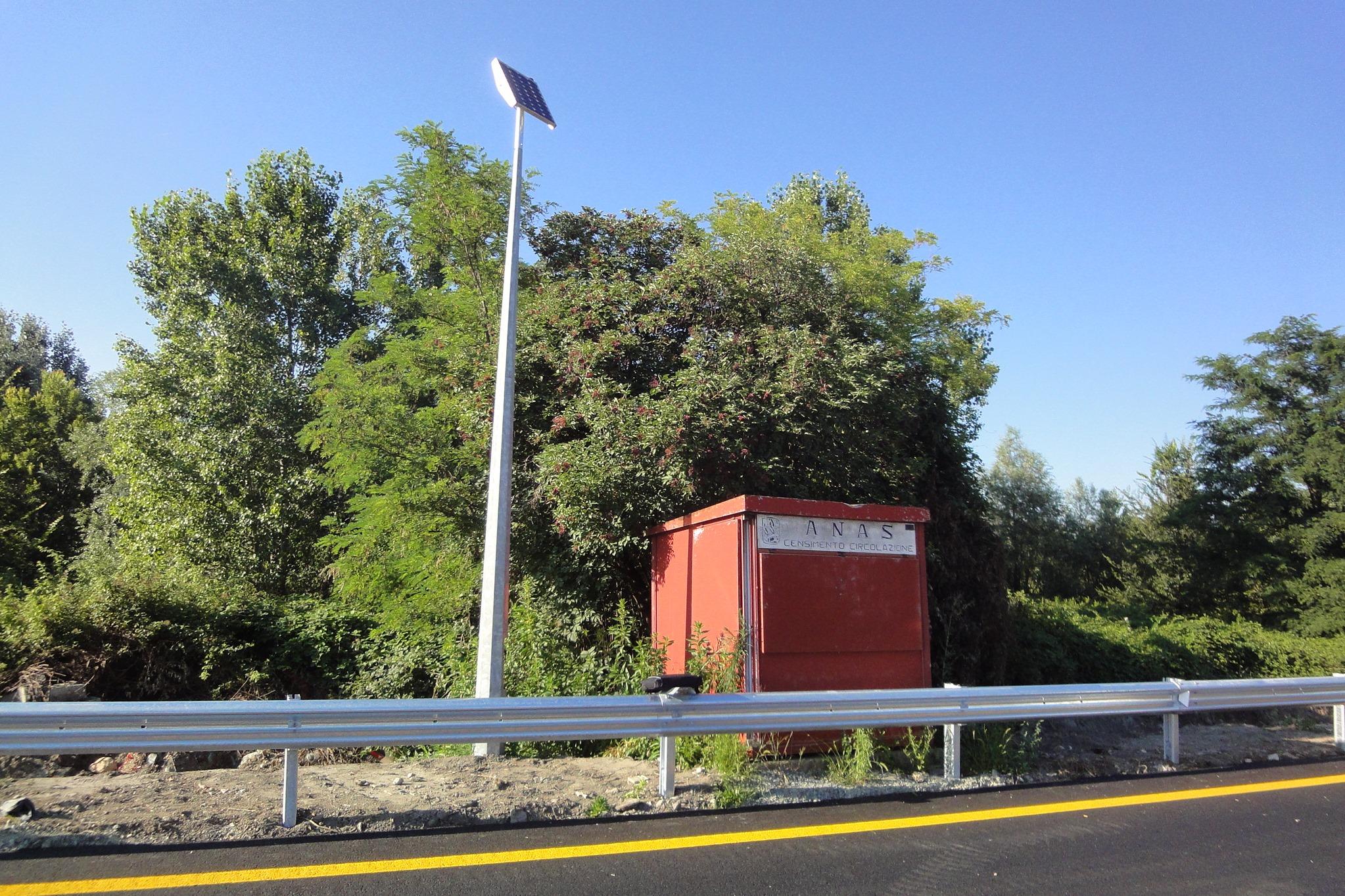 Immagine di una stazione di monitoraggio del traffico sulla SS25 del Moncenisio