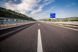 Strada statale con segnaletica