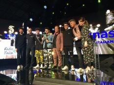 I vincitori e la giuria di Sicurezza stradale in musica sul palco