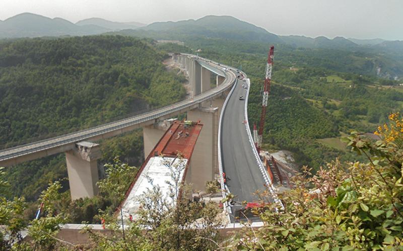 Immagine panoramica di un viadotto