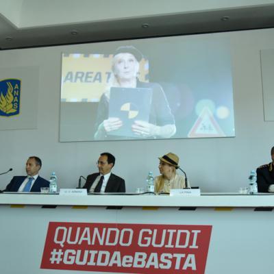 Campagna sicurezza stradale #GUIDAeBASTA, Presentazione del video con La Pina