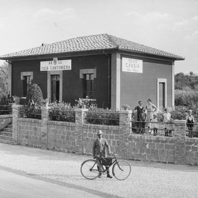 Lazio, strada statale 2 'Via Cassia', casa cantoniera al km 48,546