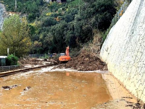 Umini e mezzi Anas al lavoro sulla frana tra Arenzano e Vesima
