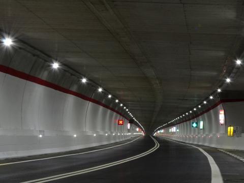 Immagine dell'interno di una galleria illuminata secondo il progetto Greenlight