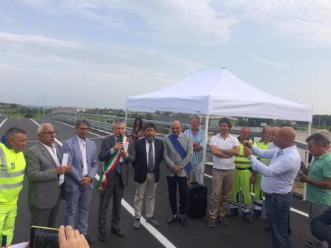 cerimonia inaugurazione apertura svincolo sulla SS106 Jonica a Cirò Marina