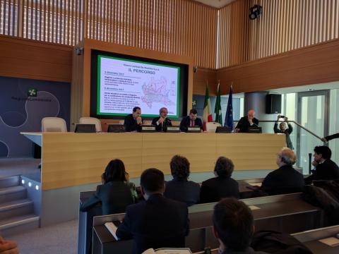 Al via la costituzione di Lombardia Mobilità Spa - Gianni Vittorio Armani e Roberto Maroni firmano il protocollo d'intesa