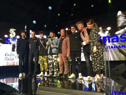 contest Sicurezza stradale in musica - foto della giuria e dei vincitori sul palco