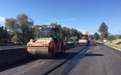 Mezzi Anas sulla E45 durante operazioni di rifacimento dell'asfalto